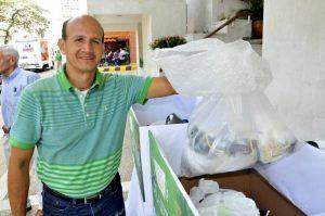 Ciudadanos de Bucaramanga y el área metropolitana entregaron a la Cdmb más de 1.300 bolsas plásticas. - Suministrada / GENTE DE CABECERA