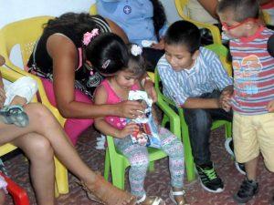 Los juguetes y el material didáctico donado serán destinados a los más de 6 mil niños que atiende la Fundación. - Suministrada / GENTE DE CABECERA