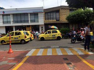 Transitar por esta calle se ha vuelto un gran problema debido al mal estacionamiento y gran cantidad de motos y carros. - Suministrada / GENTE DE CABECERA