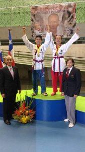 Ellos son los ganadores en la división de Poomsae Parejas: Sebastián Camilo González y María Paula Correa.  - Suministrada/GENTE DE CABECERA