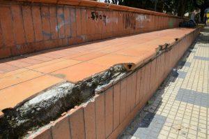 Gradería, desagües y otros espacios aledaños a las canchas están deteriorados. - Hernando Galeano/GENTE DE CABECERA
