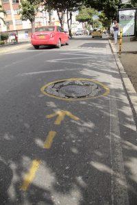 Huecos pintados en la carrera 33a con Avenida Quebradaseca.