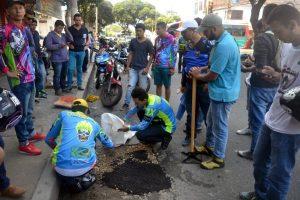 La campaña 'Menos huecos, más vidas' inició oficialmente el pasado domingo en calles del centro de la ciudad. - Jaime del Río/GENTE DE CABECERA