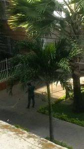 La limpieza de este andén se hace con chorros de agua hasta por más de dos horas, según reporte de un periodista de barrio a esta Redacción. - Suministrada/GENTE DE CABECERA