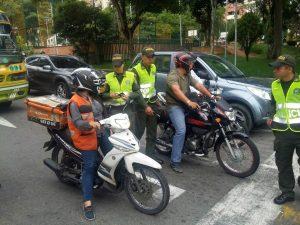 La consulta de antecedentes y el registro a motocicletas y otros vehículos es uno de las principales actividades de prevención y control ante el hurto en el sector. - Suministrada/GENTE DE CABECERA