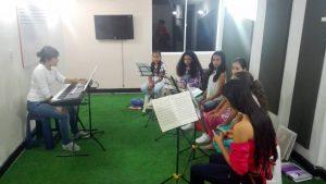 Las jóvenes integrantes del Coro de la Fundación Cultural La Cuerda ensayan desde hace varios meses para este gran concierto nacional. - Suministrada/GENTE DE CABECERA