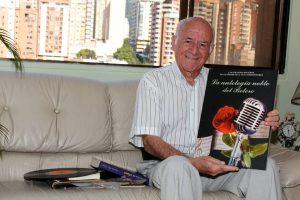 El médico bumangués Hernando Abril, quien se declara amante eterno de la música, fundó el programa 'Evocando el ayer' en 1998. - Archivo/GENTE DE CABECERA