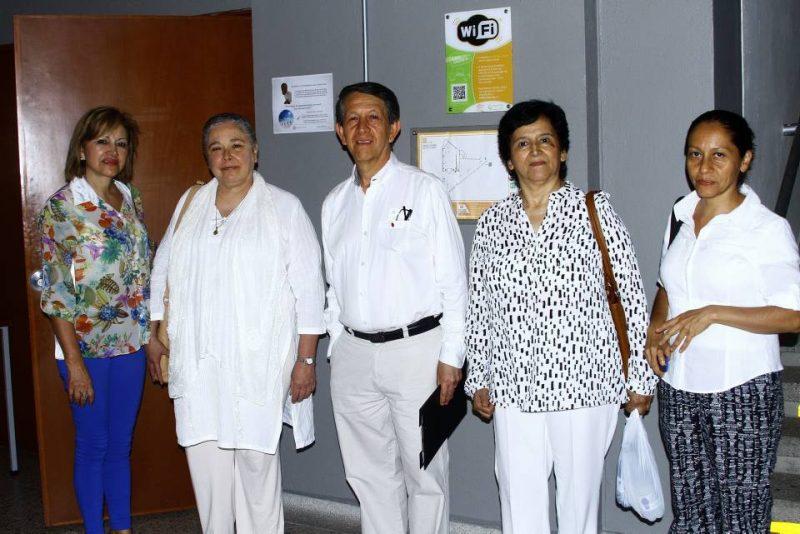 Luz Marina Perea, la conferencista Luciana Ferraz, Manuel Cerón, Elizabeth Suárez y Gloria Blanco. - César Flórez/GENTE DE CABECERA