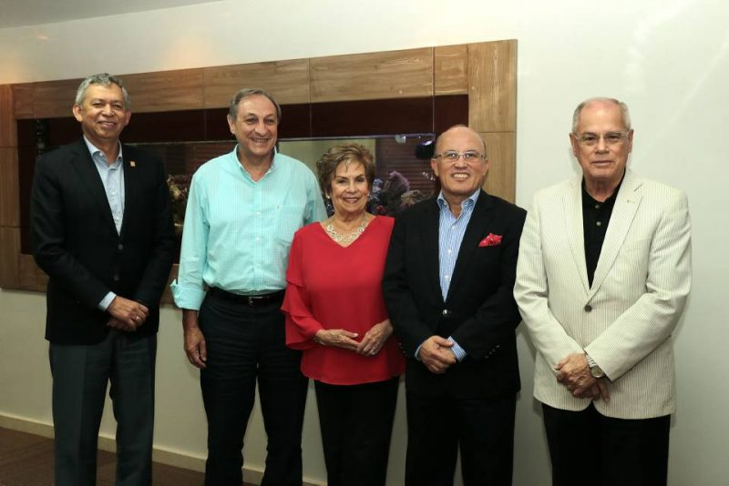 Hernán Porras -.rector actual-, Álvaro Beltrán, Cecilia Reyes de León, César Torres y Miguel Pinilla. - Swami Castro/GENTE DE CABECERA