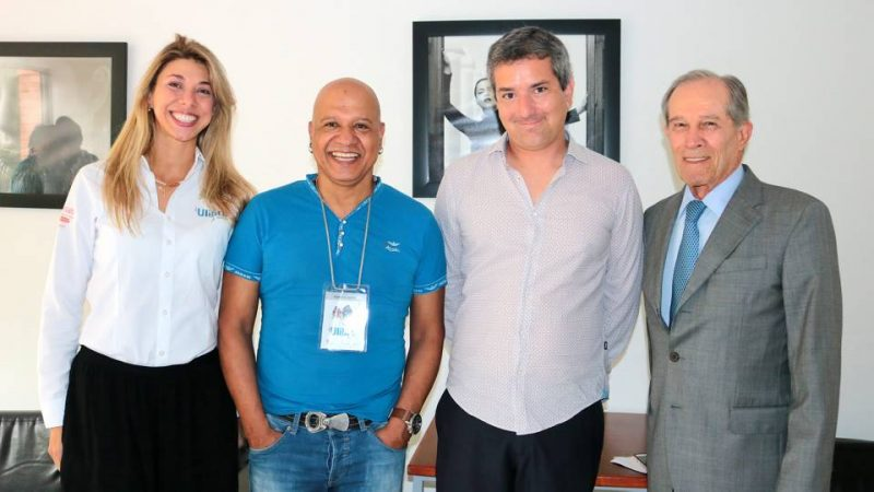 Érika Juliana Suárez, Norberto Vallejo, el escritor peruano Santiago Roncagliolo y Alberto Montoya Puyana, rector de la Unab. - Fabián Hernández/GENTE DE CABECERA