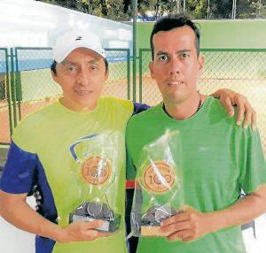 Germán Bautista (subcampeón) junto a Marcos Rodríguez, campeón de la segunda categoría en el Torneo Ranking de Tenis del Centenario, disputado en el Club Unión. - Suministrada/GENTE DE CABECERA