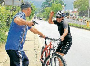 Las autoridades recomiendan a los ciclistas llevar los números del cuadrante y realizar sus recorridos en grupo. - Archivo (Montaje) /GENTE DE CABECERA