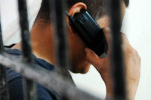 Muchas de las llamadas extorsivas se realizan desde la cárcel y en ellas, el delincuente atemoriza a su víctima o le hace creer que es un familiar.   - Archivo/GENTE DE CABECERA