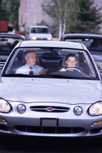 """Aunque los jóvenes tienen ventajas físicas frente a conductores adultos, pueden carecer de """"reflejos"""" que les permitan aprovechar adecuadamente sus capacidades naturales.  - Banco de imágenes/GENTE DE CABECERA"""