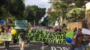 El pasado 28 de agosto más de 50 habitantes del sector se movilizaron en protesta a los cambios viales ejecutados desde el pasado mes de abril en las avenidas 42 y El Jardín. - Suministrada/GENTE DE CABECERA