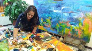 María del Pilar Gómez fue la artista elegida para elaborar uno de los regalos que se le entregarán al Papa Francisco en Cartagena: un cuadro con su imagen.  - Suministrada/GENTE DE CABECERA