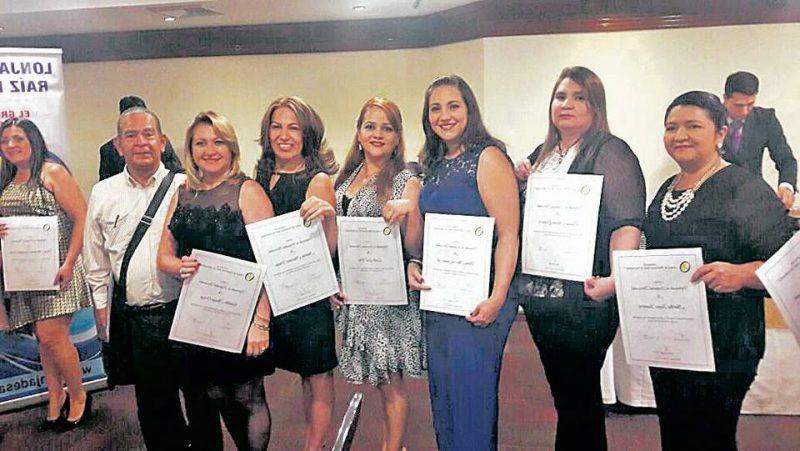 Fabio Flórez, Eisnelda Amaya, Matilde Martínez, Liseth Leal, Diana Gómez, Claudia Quintero y Martha Rojas. - Suministrada/GENTE DE CABECERA