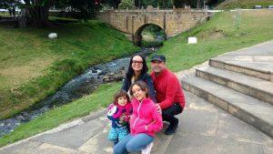 Los momentos compartidos en familia son muy valiosos y por eso Claudia y Rafael cada vez que pueden realizan viajes y paseos junto a sus dos pequeños hijos. - Suministrada/GENTE DE CABECERA