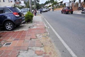 La carrera 45 es una de las vías donde se necesitan reductores de velocidad, dicen los residentes de Terrazas. - Archivo / GENTE DE CABECERA