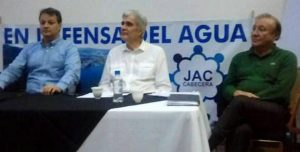 El alcalde Rodolfo Hernández asistió al encuentro comunitario de Cabecera en defensa del agua. - Tomada de Facebook / GENTE DE CABECERA