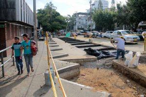 Avanza el proyecto de recuperación del espacio público por parte de la Alcaldía en el costado norte de la plaza Guarín. - Élver Rodríguez / GENTE DE CABECERA