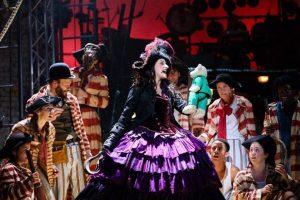 Cuenta con la actuación especial de Anna Francolini como Capitán Garfio. - Suministrada / GENTE DE CABECERA