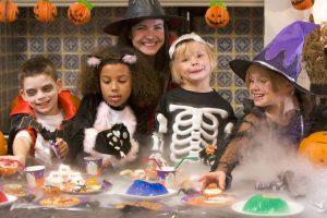 Evitar el consumo excesivo de dulces también es una recomendación importante para la celebración de Halloween. - Banco de imágenes / GENTE dE CABECERA