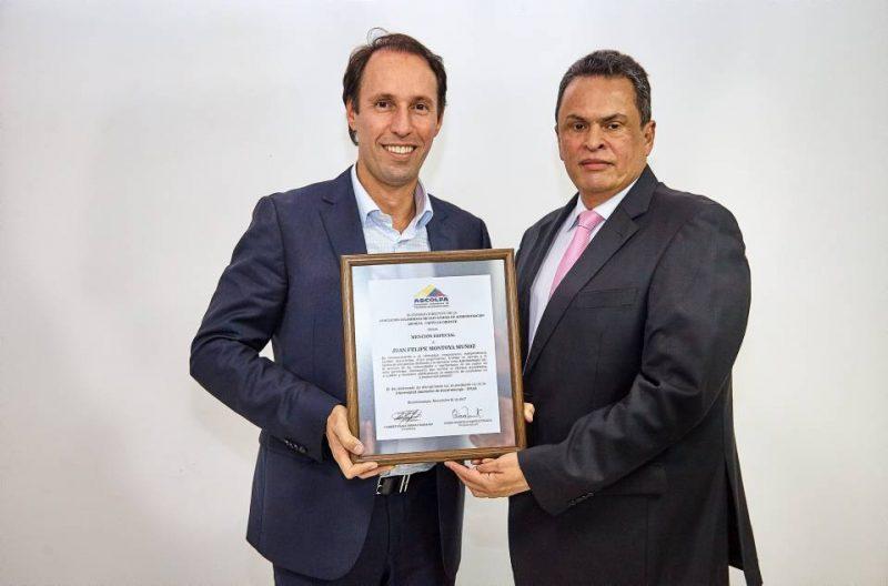 Juan Felipe Montoya Muñoz y Jorge Raúl Serrano, decano del programa de Administración de empresas de la Unab.  - Suministrada / GENTE DE CABECERA