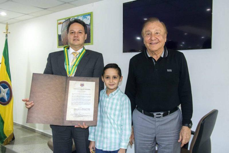 Erwing Rodríguez-Salah, Santiago Rodríguez-Salah Campos y el alcalde Rodolfo Hernández. - Suministrada/GENTE DE CABECERA
