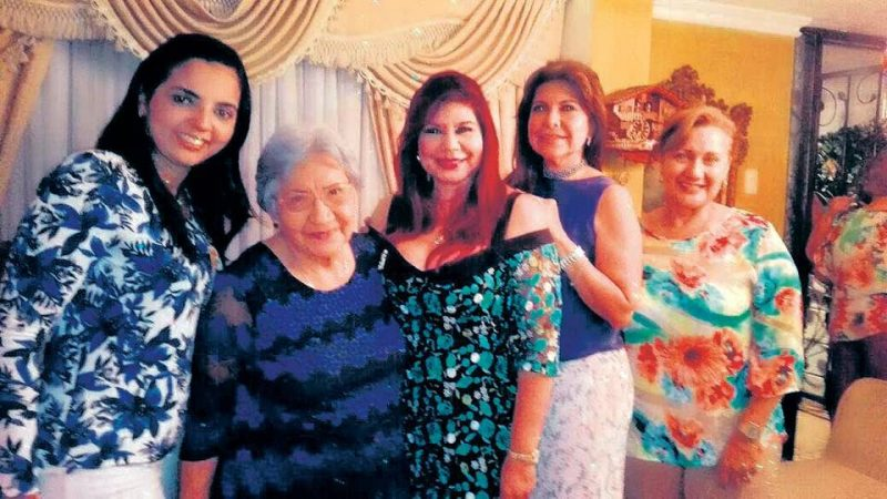 Cathe Morales, Dora Macías de Romero, Carmen Elisa León, María Teresa Urbina y Luz H. Romero. - Suministrada /GENTE DE CABECERA
