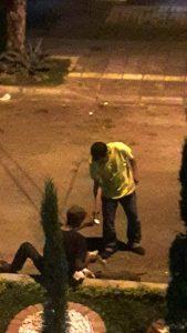 """Los habitantes de calle no solamente duermen allí, sino que """"fuman y venden vicio"""", según denuncia de los residentes de la cuadra. - Suministrada / GENTE DE CABECERA"""
