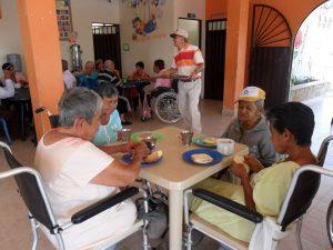 La fundación Mar y Rosas también realiza obras sociales en favor de adultos mayores. - Suministrada/GENTE DE CABECERA