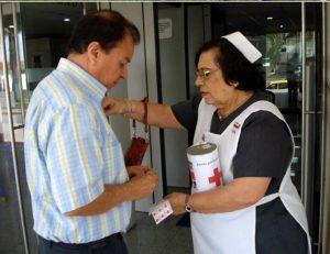 Realice su donación con el personal debidamente identificado. - Suministrada/GENTE DE CABECERA