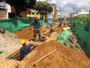 Empas inició el pasado miércoles obras de reparación de alcantarillado en la calle 37, entre carreras 35 y 36, sector El Prado. - Jaime Del Río/GENTE DE CABECERA