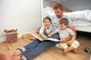 Desde un juego de mesa hasta una conversación sencilla ayudan a fortalecer los lazos familiares. - Banco de Imágenes / GENTE DE CABECERA