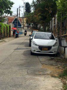 Los residentes del sector aseguran que la movilidad sobre esa calle se complica, dado que funciona en doble sentido. - Suministrada/GENTE DE CABECERA