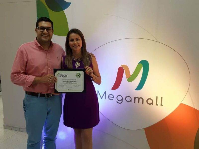 Alejandro Almeyda, director ejecutivo Fenalco Santander, e Isabel Andrea Díaz, gerente de Megamall. - Suministrada/GENTE DE CABECERA