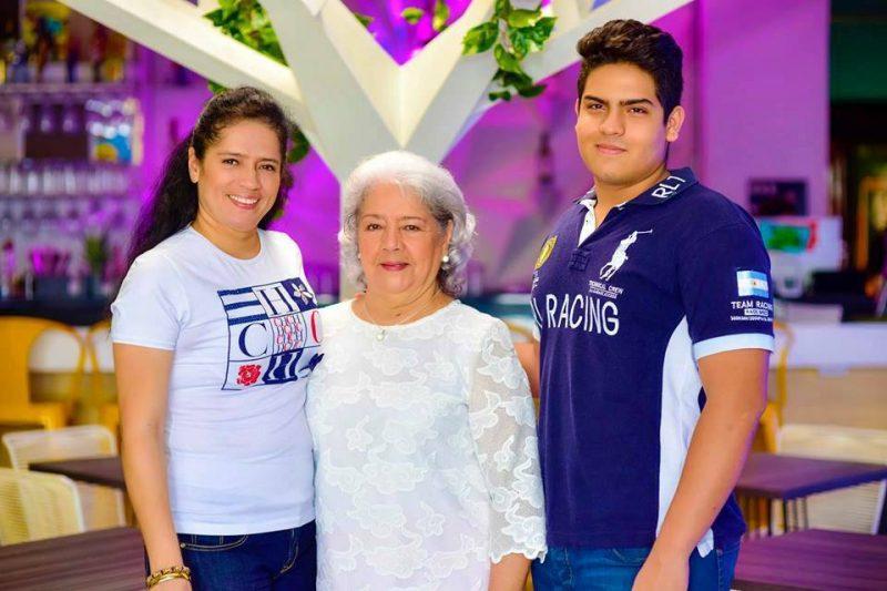 Luz Adriana Bárcenas, Nelly Leal de Bárcenas y Jhoan Sebastián Reyes Bárcenas. - Suministrada/GENTE DE CABECERA