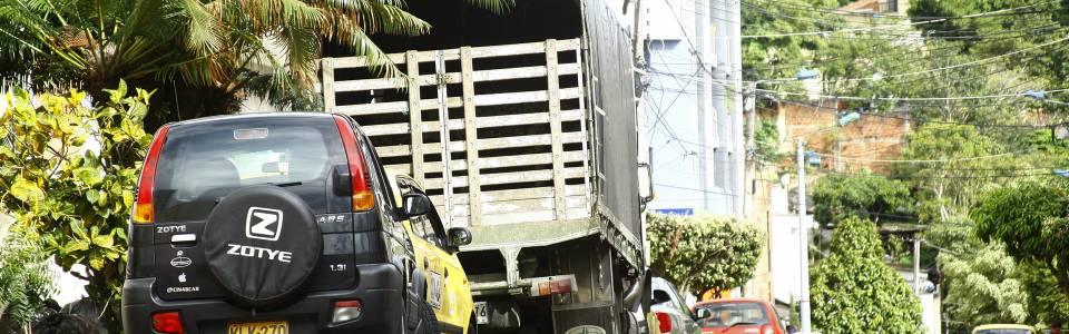 Persisten los casos de mal parqueo en barrios de la comuna 12