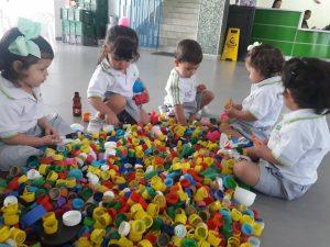 Estudiantes, docentes, directivos y padres de familia del colegio New Port se unieron a la campaña de recolección de tapas para contribuir con los niños de la fundación Sanar. - Suministrada/GENTE DE CABECERA