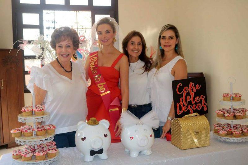 María Elvira Cornejo de Peñuela, María Claudia Peñuela Cornejo, Stella Estupiñán y Silvia Juliana Peñuela Cornejo. - Fabián Hernández/GENTE DE CABECERA