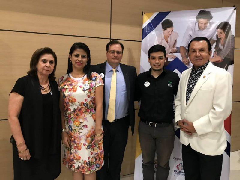 Luz Alcira Navarro, Genny Rocío Gómez, Padre Rodolfo Abello SJ., Carlos Moreno e Isnardo Guarín. - Sumin istrada/GENTE DE CABECERA