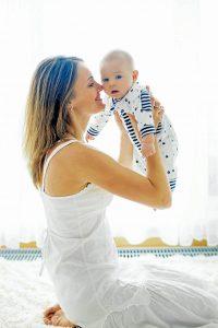 Los profesionales de la salud aseguran que los niños que consumen la leche materna corren menos riesgo de enfermarse durante los primeros años de su vida. - Banco de Imágenes /GENTE DE CABECERA