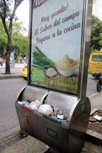 Los comerciantes del sector se quejan del desorden y del mal olor que genera la acumulación de basuras que no se recogen hace cerca de tres meses. - Fabián Hernández/GENTE DE CABECERA