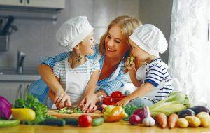 La especialista recomienda evitar el consumo de alimentos procesados altos en azúcares, sodio y grasas saturadas. - Banco de Imágenes /GENTE DE CABECERA