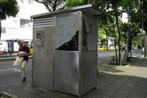 Bucaramanga cuenta con un total de seis mini estaciones ubicadas en cuatro puntos de la carrera 33 y en dos más en la carrera 27, con sus respectivos cubiculos de recarga. - César Flórez/GENTE DE CABECERA