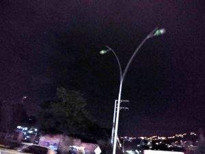 Alrededor de cinco lámparas que se ubican en cercanía al puente de Conucos, se encuentran fuera de servicio. - Suministrada/GENTE DE CABECERA