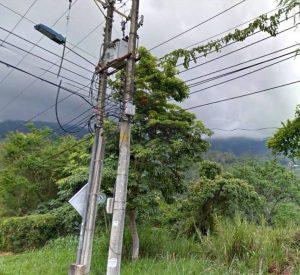 Aunque en la carrera 50 con calle 53 del barrio Altos de Pan de Azúcar existen varias lámparas, algunas no funcionan, propiciando la inseguridad en el sector. - Suministrada/GENTE DE CABECERA