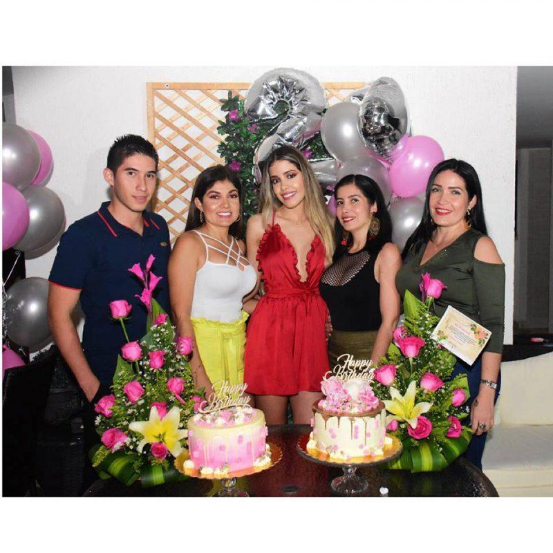 Edinson Ortiz, Maritza Ortiz, Luisa León, Mayerli Ortiz y Marina Ortiz. - Suministrada/GENTE DE CABECERA