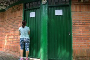 Los visitantes del parque, especialmente los adultos mayores, son los más afectados con el sellamiento de los baños. - Archivo/GENTE DE CABECERA